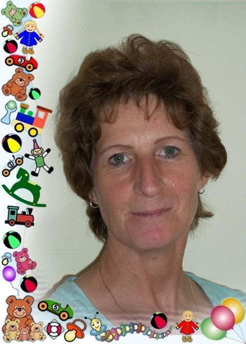 Mein Name ist <b>Angela Beck</b>. Ich bin die Gruppenleiterin der Kinderkrippe. - Angela